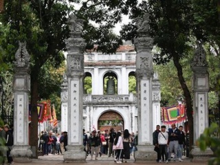 More than 6 million foreign tourists visit Hanoi in 11 months