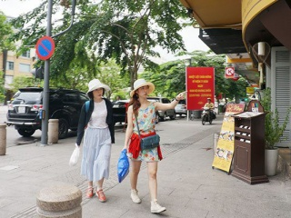 Vietnam makes hectic preparations to welcome foreign travelers back