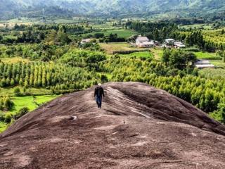 """Tới Đăk Lăk nhớ ghé thăm đá voi Yang-tao nghe truyền thuyết về """"hòn đá biết đi"""""""